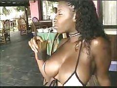 325_Vanessa_Blows